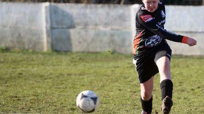 Kippenvel: Karsten (13) speelt eerste voetbalwedstrijd na behandeling tegen kanker