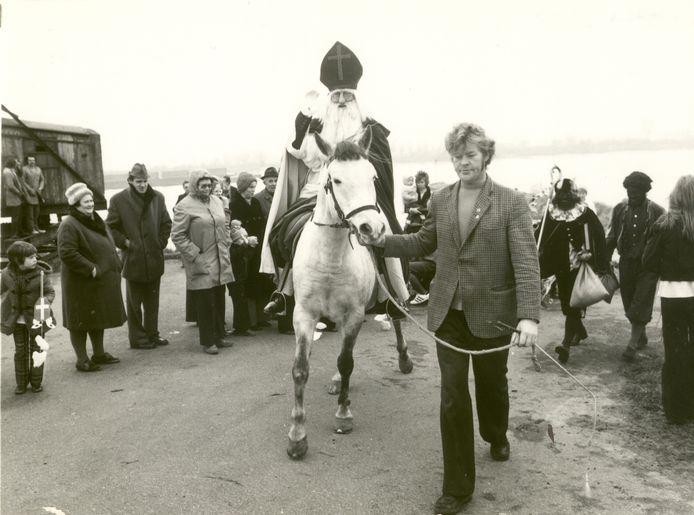 Sinterklaas in Spijk (1975).