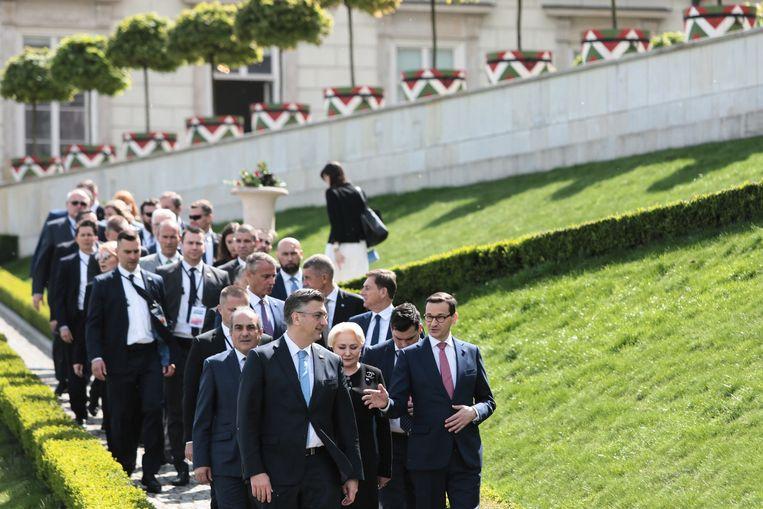 Leiders van de landen die in 2004 toetraden tot de Europese Unie tijdens een bijeenkomst in het Poolse Warschau.  Beeld EPA