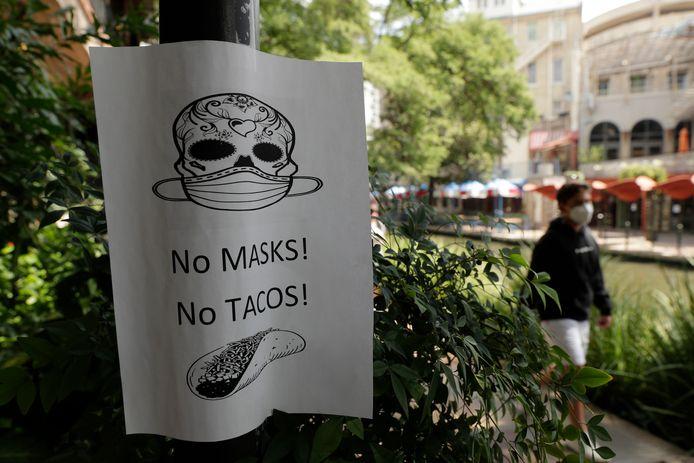 Een waarschuwing van een restaurant: wie geen masker draagt, krijgt geen taco's.