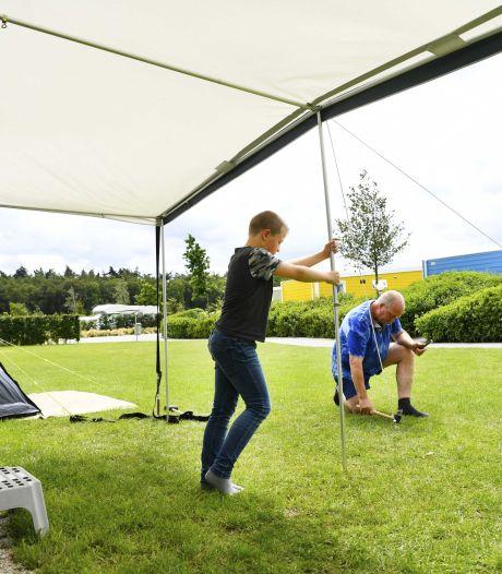 Zo houd je het gezellig bij het opzetten van de tent