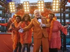 Lee Towers komt met Koningsdaglied: 'Zijn toe aan ontspanning en plezier'
