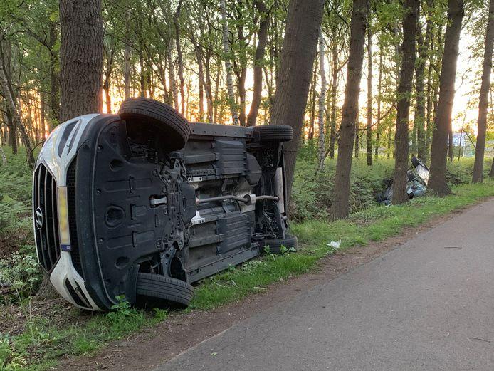Boeren duwden auto's van de actievoerders omver.