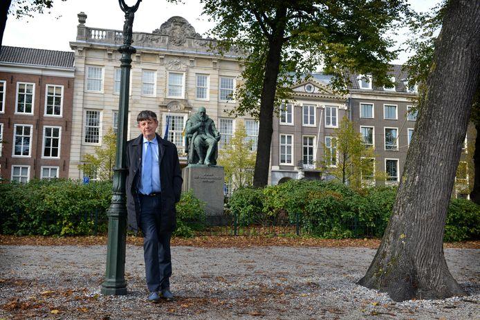 Paul Abels, hoogleraar Inlichtingen & Veiligheid aan Universiteit van Leiden. De oud-Almeloër schreef het boek 'Spionkoppen' over de bazen van de AIVD.
