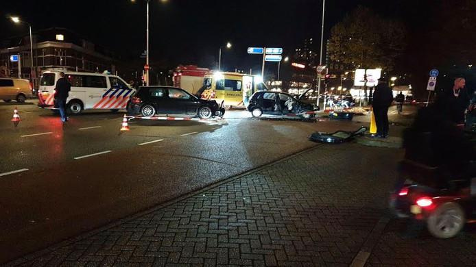Meerdere gewonden bij botsing tussen twee auto's in Nijmegen.