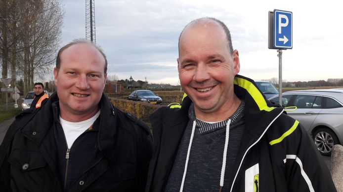 Anton van den Broek uit Schijndel (rechts) en Marcel Aarts uit Sint-Oedenrode in november 2018 bij de officiële start van de aanleg van glasvezel in Meierijstad en Sint-Michielsgestel,  zij zijn twee ambassadeurs van glasvezel in de buitengebieden van deze twee gemeenten.