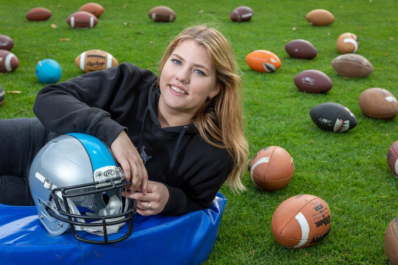 Demie Jolie van de American footballclub Tilburg Wolves.