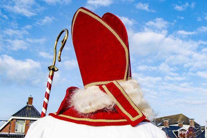 De organisatoren van de Sinterklaasintocht in Rijswijk staan voor hun bruine Pieten zonder gouden oorringen en dikke rode lippen, maar dat uiterlijk staat nu ter discussie.