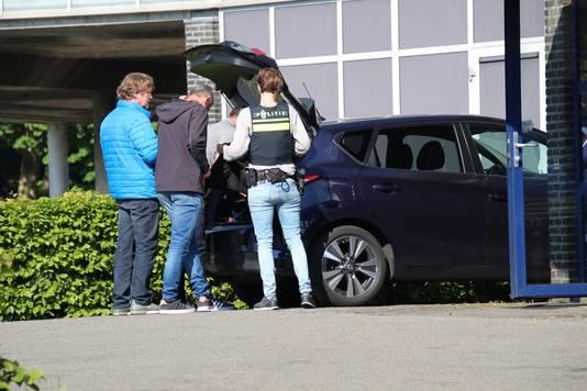 Onderzoek bij het appartementencomplex Veldzigt in Oostkapelle.