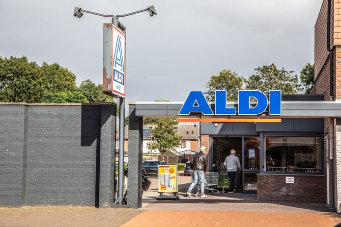 Aldi vreest dat door woningbouw aan de naastgelegen Gentiaanstraat er straks geen ruimte meer is voor bevoorrading van de supermarkt.