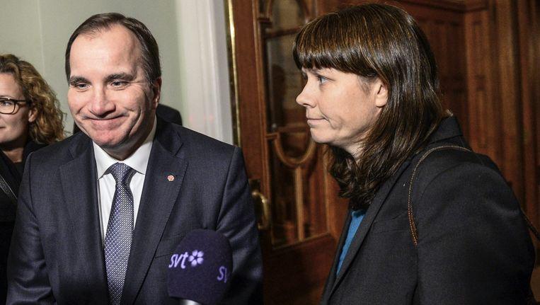 De Zweedse premier Stefan Löfven (links) organiseerde vandaag crisisoverleg met zijn coalitiepartijner Asa Romsen van de Groene Partij.