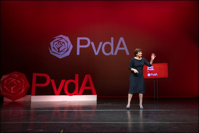In De Meervaart is Lilianne Ploumen maandag voorgesteld als kandidaat-lijsttrekker voor de PvdA bij de komende Tweede Kamer verkiezingen van 17 maart. De voordracht moet op het partijcongres van aanstaande zaterdag worden bevestigd. Beeld Werry Crone