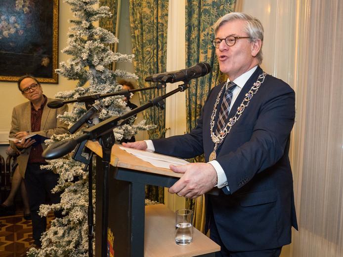 Burgemeester Charlie Apt-root.