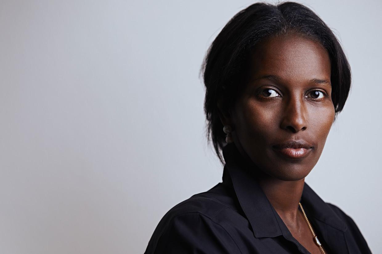 Ayaan Hirsi Ali: 'Als je verblijfsstatus koppelt aan het hebben van een baan, is de criminaliteit onder migranten heel laag. Niemand wil baan en verblijfsvergunning verliezen.'