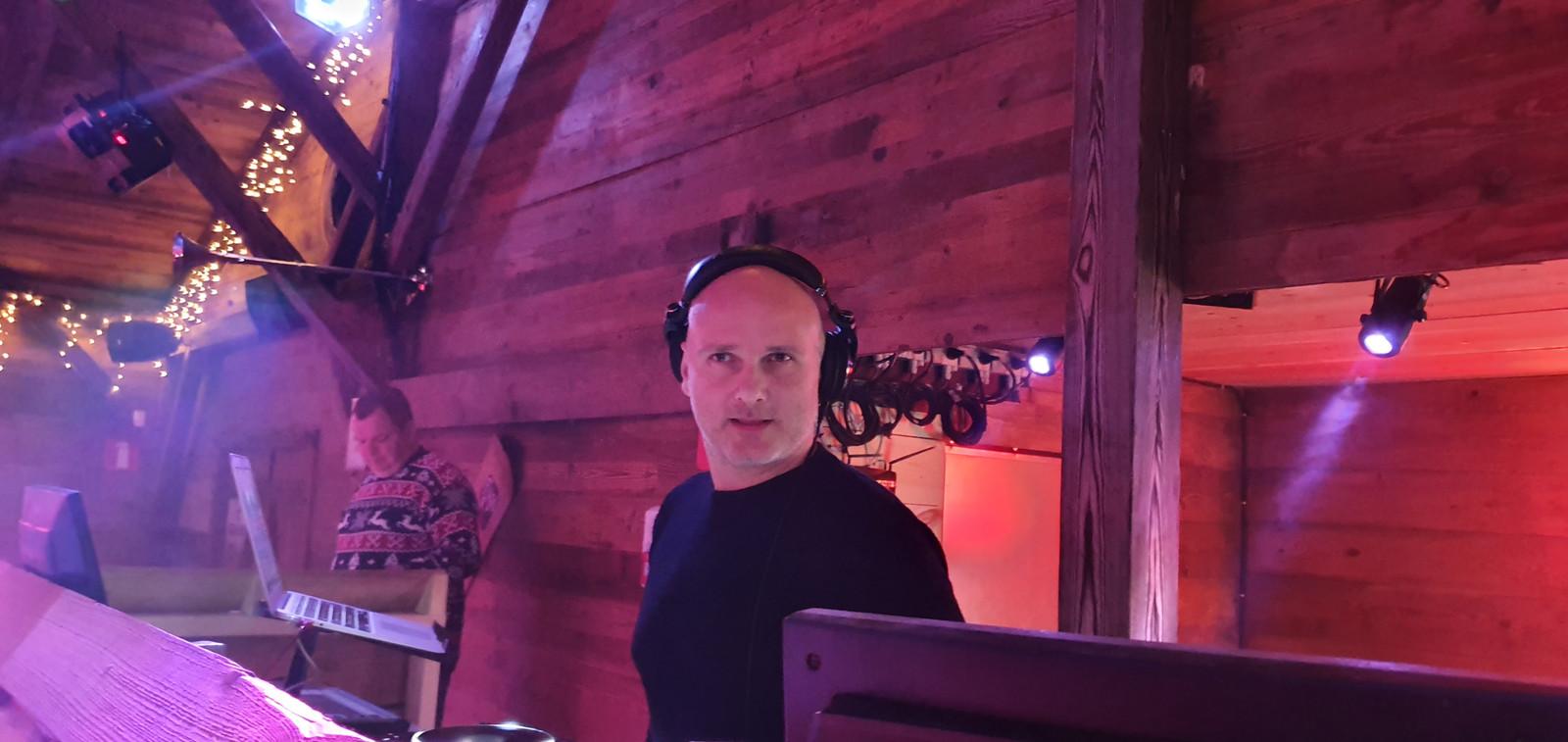 Jan V. aan de slag in de Moose Bar in Antwerpen.