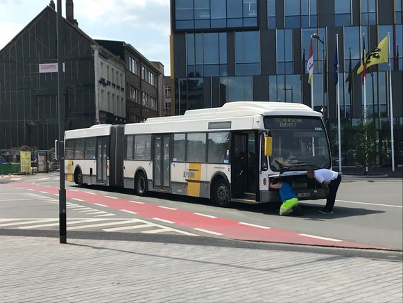 Defecte bus op het Werfplein van Aalst.