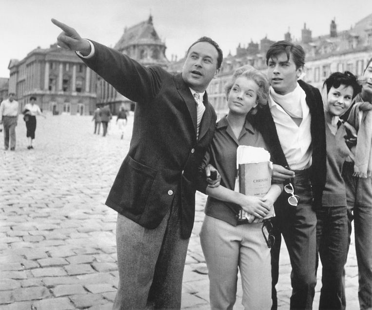Links regisseur Pierre Gaspard-Huit, daarnaast Romy Schneider en Alain Delon bij de opnamen van Christine (1958). Beeld
