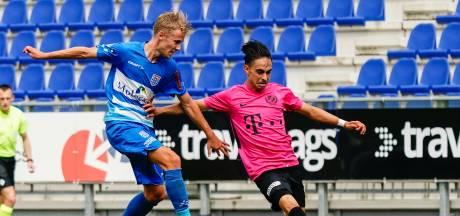 PEC Zwolle wijdt nieuwe, nog niet helemaal groene grasmat in met nederlaag