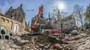 Door de opgravingen dreigen de werken tot zes maanden vertraging op te lopen.