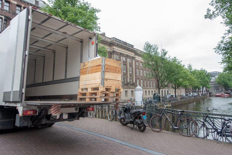 Stilstaan op bruggen om te laden en te lossen, wat veel gebeurt in de binnenstad, is net als parkeren vanaf medio komend jaar verboden. Beeld Getty Images/iStockphoto