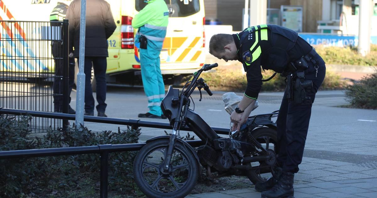 Snorscooterrijder gewond bij aanrijding in Heesch.