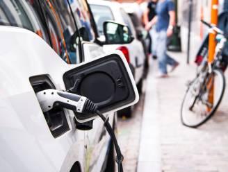 Een nieuwe auto kopen? Zoveel invloed heeft de CO₂-uitstoot van je wagen op de prijs van je verzekering