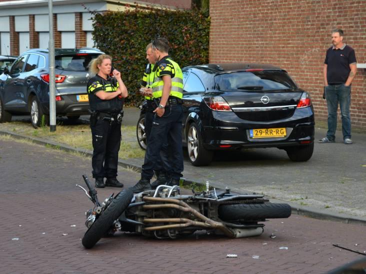Motorrijder botst op auto in Breda, twee gewonden naar het ziekenhuis