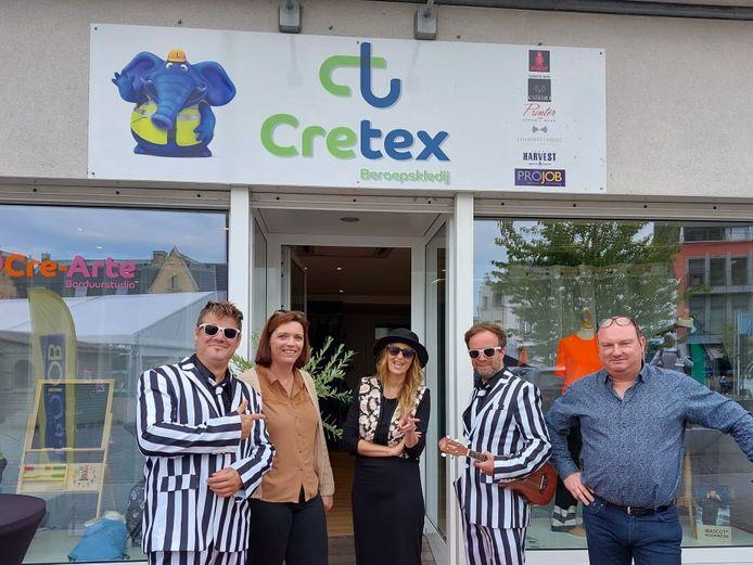 Isabelle A was bij Cretex van de partij, hier met zaakvoerster Stefanie Demaeght (bruin hemd).