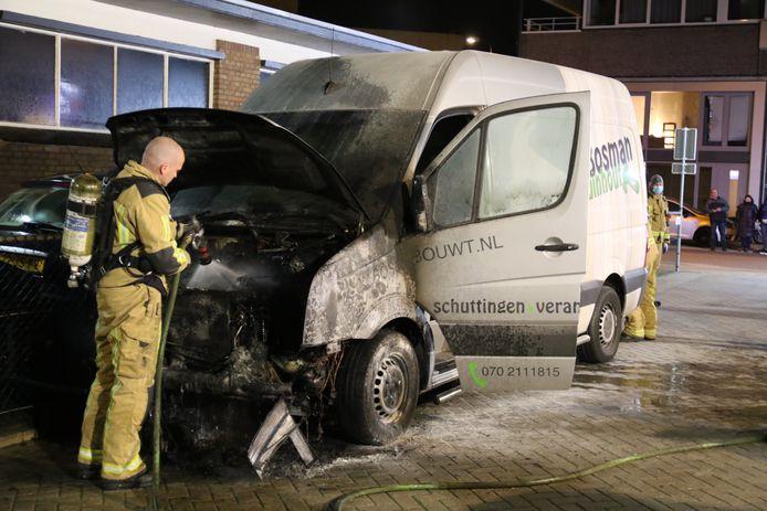 Op de Nijverheidsstraat in Rijswijk is een bestelbus in vlammen opgegaan.