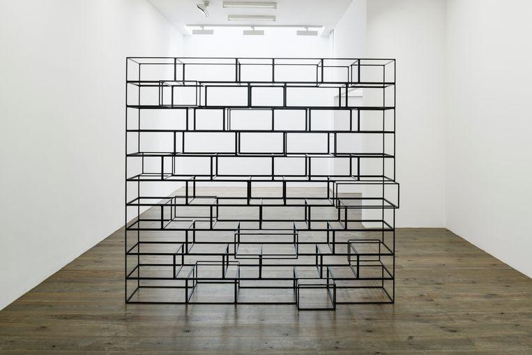 Michael Jacklin, Wall, 2018, zwart poeder gecoat vierkant stafijzer (8 mm), 200 x 220 x 50 cm.  Beeld Peter Cox
