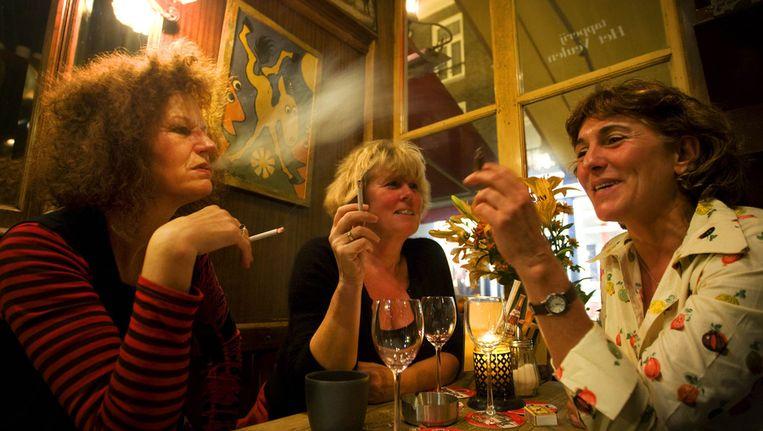 Rokers in een café in Den Bosch Beeld ANP