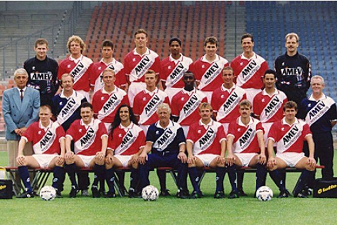 FC Utrecht in het seizoen 1992/1993 onder trainer Ab Fafié. Ferdi Vierklau staat rechts vlak achter zijn trainer, Woldi Smolarek zit helemaal rechts op de onderste rij.