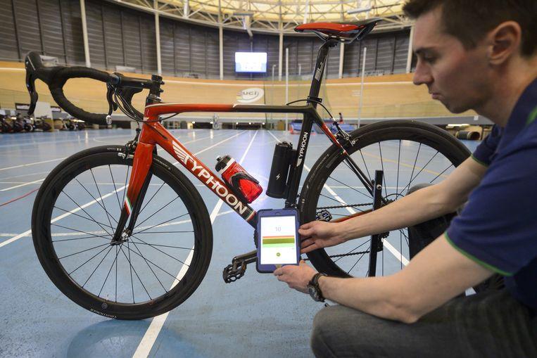 De UCI zal gebruik maken van tablets (foto), een hittecamera en X-ray in zijn strijd tegen mechanische fraude.