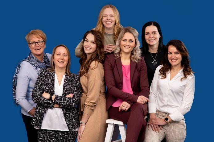 Makelaar Sanne van Asselt met haar team 'powervrouwen'