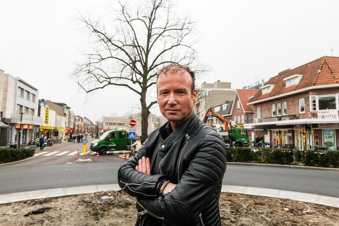 Centrummanager Hans van Aalst in hartje Zeist; momenteel flink op de schop voor vernieuwing.