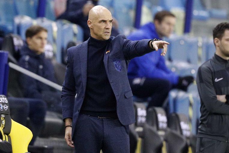 Thomas Letsch coacht Vitesse in de thuiswedstrijd tegen Heerenveen op 13 december 2020. Beeld ANP