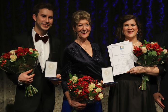 Vlnr: Michael Sikich, piano, Dame Felicity Lott (juryvoorzitter) en mezzosopraan Ema Nikolovska (foto: Rahul Gandolahage)