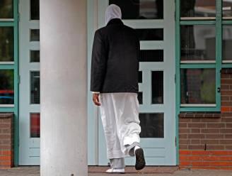 """Ophef in Nederland over salafistische moskeescholen: """"Kinderen leren dat ongelovigen doodstraf verdienen"""""""