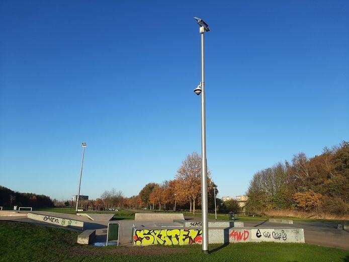 Met een nieuwe camera houdt de gemeente de omgeving van het skatepark beter in de gaten.