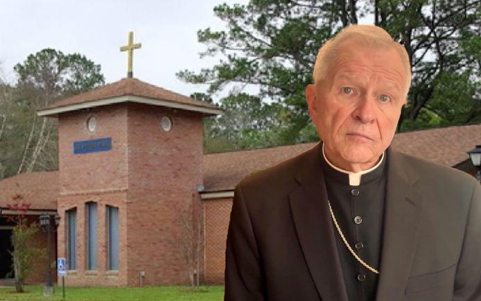 Aartsbisschop Gregory Aymond kon er niet om lachen: hij liet het 'ontheiligde' altaar in brand steken.