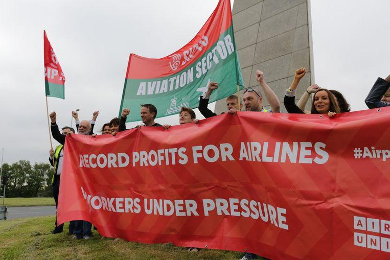 Vakbondsactie vandaag in Dublin, bij de jaarvergadering van luchtvaartorganisatie Iata Beeld Het Parool