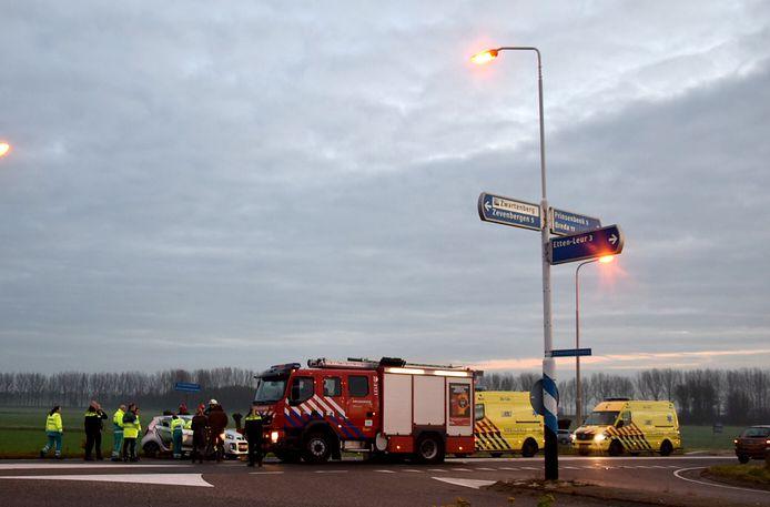 Op de kruising van de Zevenbergseweg en de Strijpenseweg is een ernstig ongeval gebeurd een bestuurder word door de brandweer uit zijn auto geknipt nog niet zo lang geleden is er op het zelfde punt een soort gelijk ongeval gebeurd.