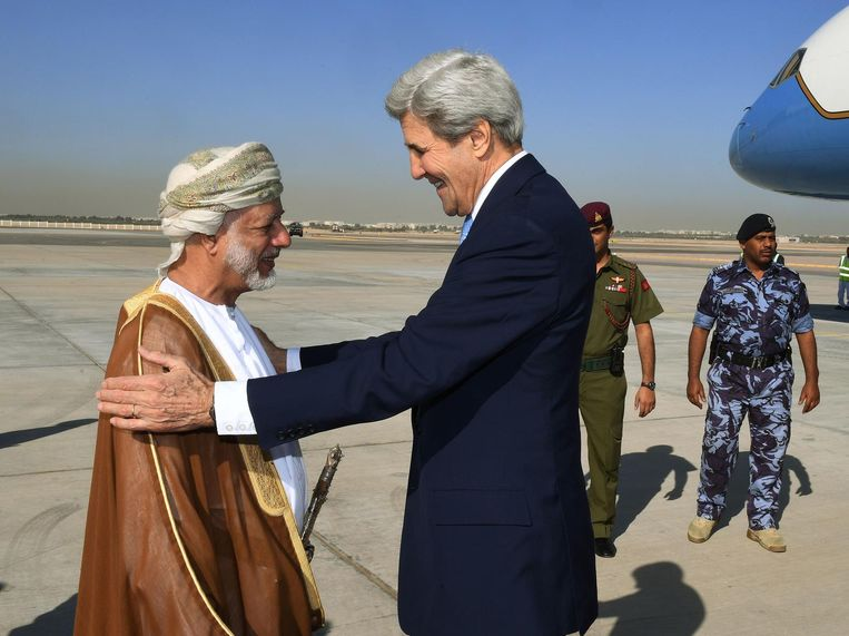Minister Kerry voerde dinsdag overleg in Oman om tot een vredesregeling in Jemen te komen. Beeld AFP