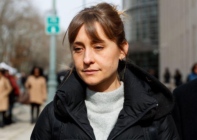 Allison Mack voor de rechtbank