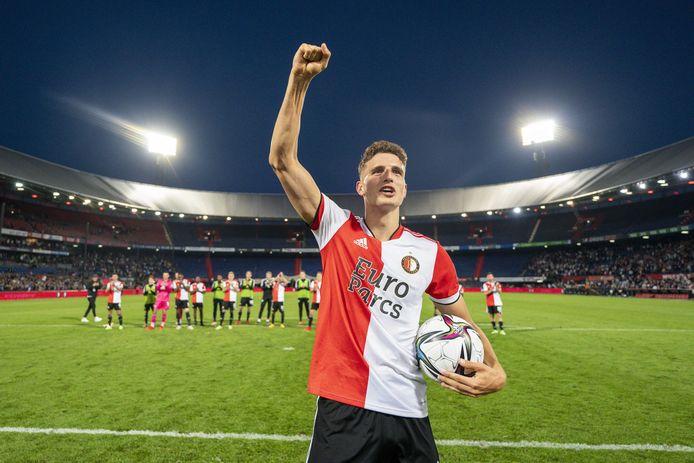 Guus Til mocht de wedstrijdbal mee naar huis nemen.