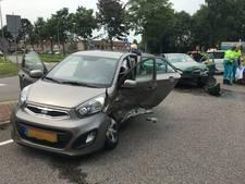 Twee personenauto's botsen op elkaar in Zutphen