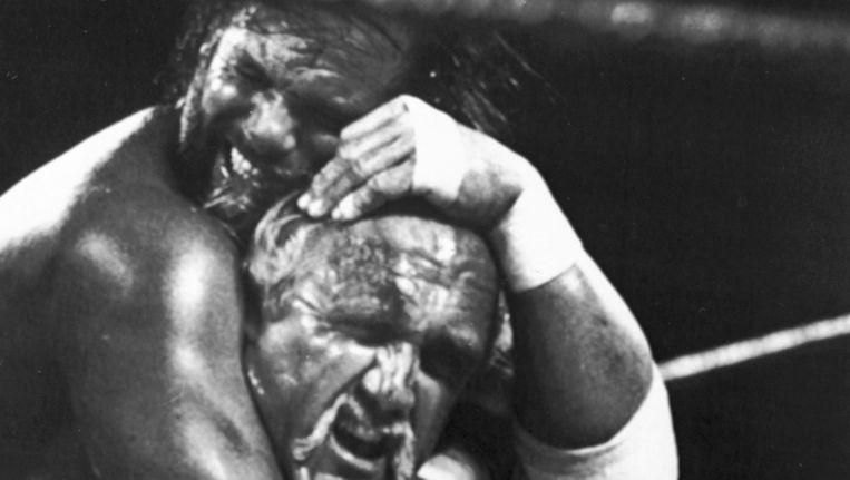 'Macho Man' Savage (links) gold in het circuit als 'de aartsvijand' van Hulk Hogan. Beeld AP