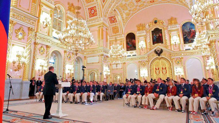Vladimir Poetin spreekt de Russissche paralympische ploeg toe in 2012. Beeld ap