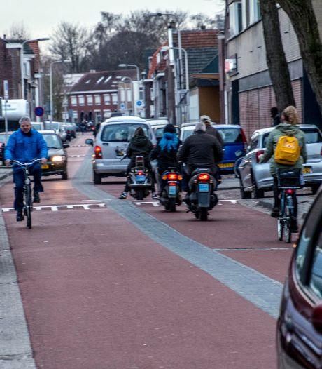 Veel te grote vrachtwagens uit veel te kleine straatjes: het blijft tobben met 'fietsstraat' Trouwlaan