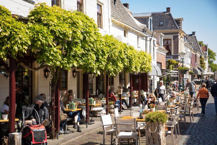 In de zomer staat de Vesting van Elburg vol terrassen, maar in de winter was het een kale boel. Horeca én gemeente willen daar nu verandering in brengen, door ook in de donkere maanden terrassen te plaatsen.
